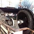 Photos: 昔のリベット打ち用の空気圧縮機。真ん中の丸いのがモーター。