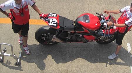45 2013 12 津田 拓也 ヨシムラスズキレーシングチーム GSX_R1000 IMG_1258
