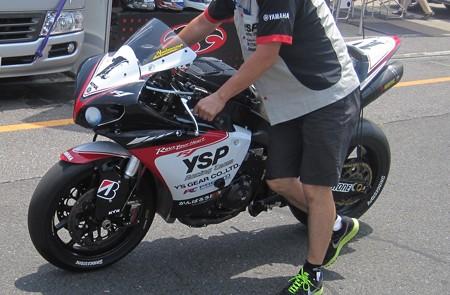 03 2013 1 中須賀克行 Katsuyuki Nakasuga ヤマハYSPレーシングチーム YZF-R1 全日本ロードレース JSB1000 IMG_1060