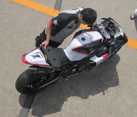 42 2013 1 中須賀克行 Katsuyuki Nakasuga ヤマハYSPレーシングチーム YZF-R1 IMG_1210