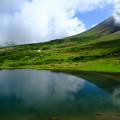 Photos: 鏡池より旭岳稜線を望む