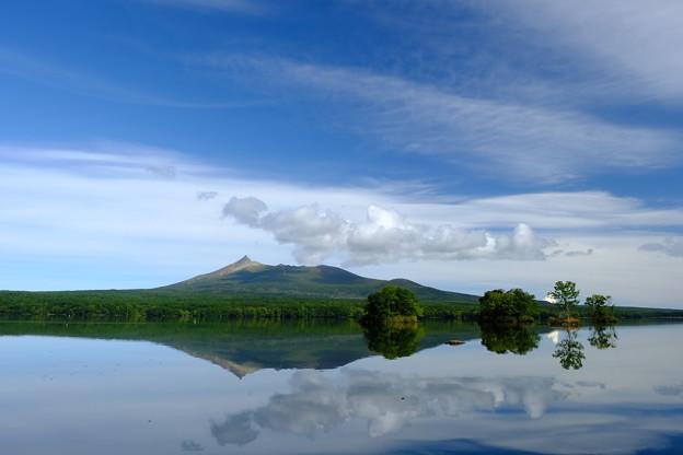 大沼に映りこむ駒ヶ岳