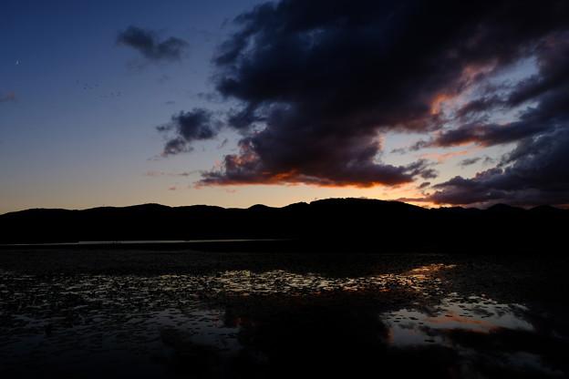 夕暮の小沼
