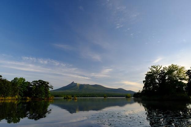 朝日に照らされる駒ヶ岳