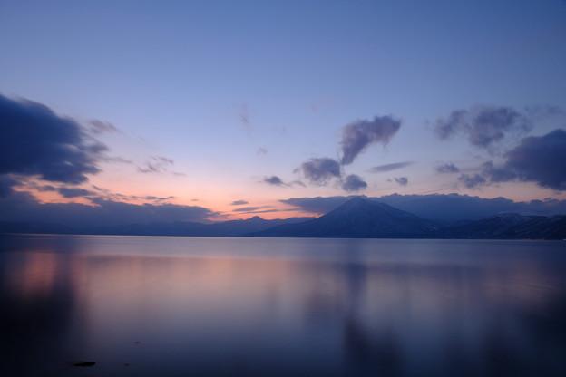 支笏湖の夕暮れ