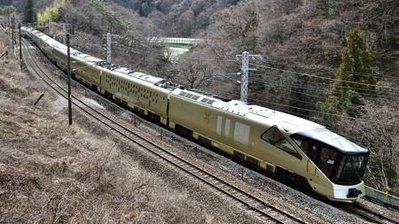 E001形TRAIN SUITE四季島