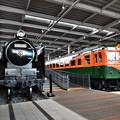 写真: C62 26と80系湘南電車