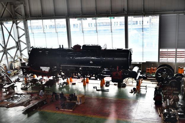 分解整備中のC62 2