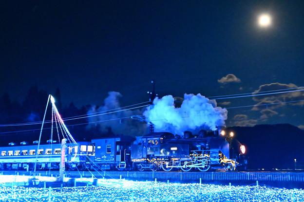 Photos: 十四夜月とSL大樹