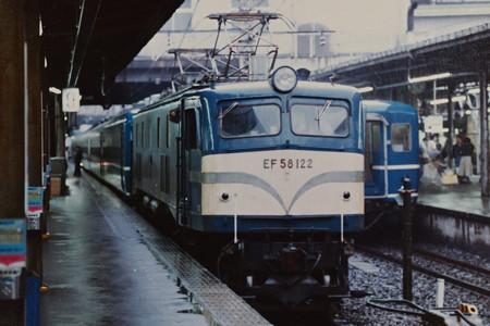EF58 122牽引12系客車団体臨時列車