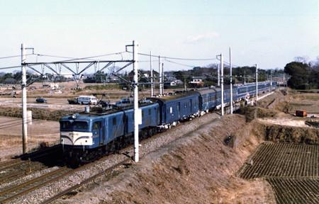 EF58 89牽引旧型客車+12系急行津軽4号