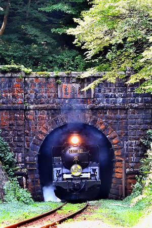 C57 180牽引SLばんえつ物語平瀬トンネル飛び出し