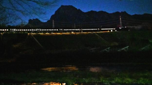Photos: 妙義山と夜汽車