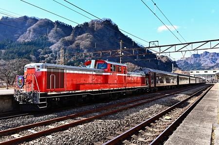 DD51 842+旧型客車