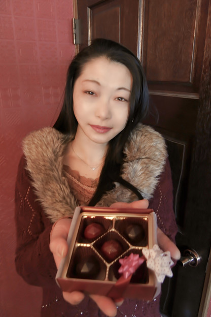 写真: Gift a chocolate with affection