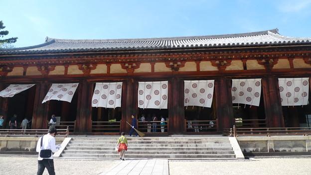 写真: 法隆寺大講堂