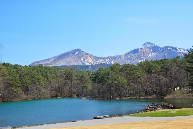 写真: 裏磐梯高原ホテルの敷地から見る磐梯山