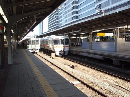 211系と313系(名古屋駅)
