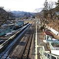 写真: 岩島駅(跨線橋から)
