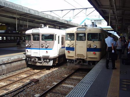 115系ツーショット(広島駅)