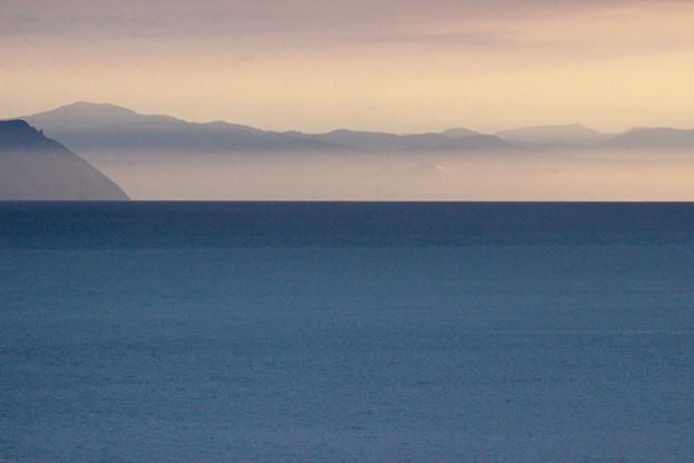 夕暮れの海霧