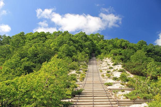 Photos: IMG_1597a空に向かうイワオヌプリの階段