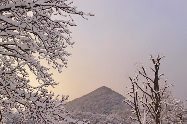 早朝の三角山IMG_5271b