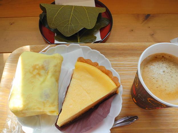 2018 04.29 今日食べたお菓子(永井製菓:柏餅、いばらキッスのいちごクレープ、チーズタルト)