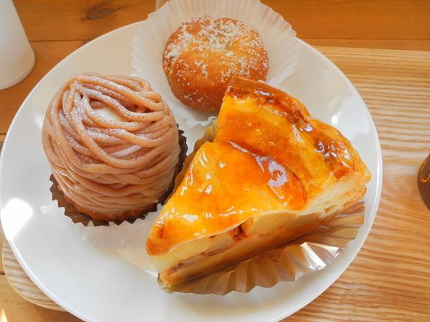 2018.09.28 今日食べたお菓子(永井製菓:アップルパイ、モンブラン、あんドーナツ)