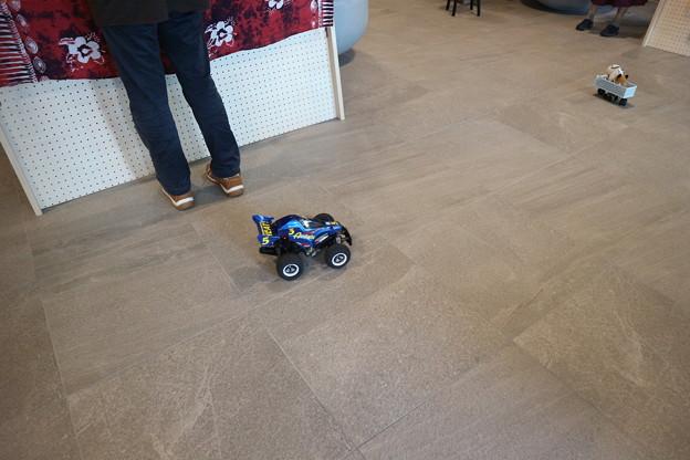 床を走る展示