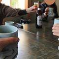 お茶とビールで乾杯