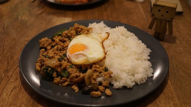 ガパオ ガイ(鶏肉のバジル炒め 目玉焼きのせごはん)