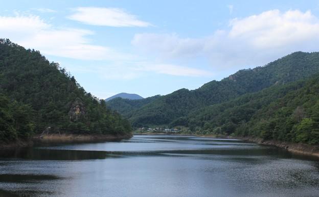 山あいの湖