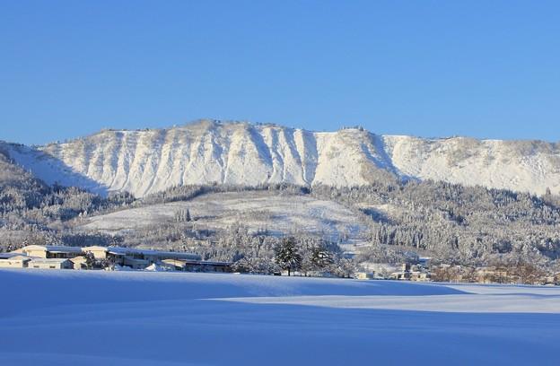 晴天の雪山