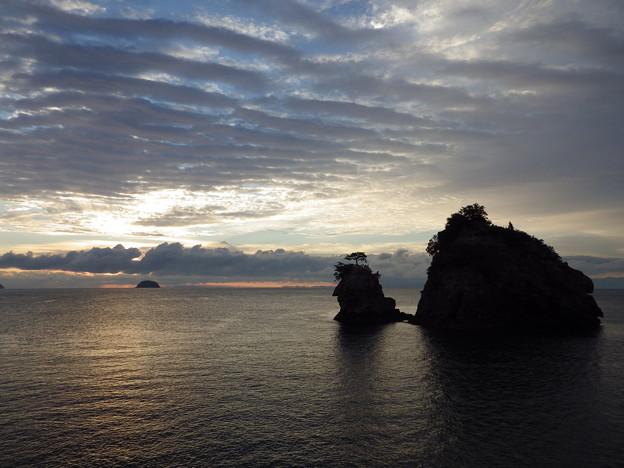 Photos: 海の波 空の波