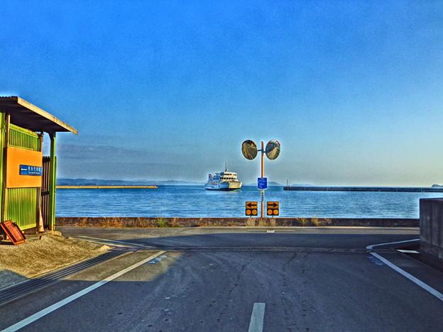 海の見える三叉路