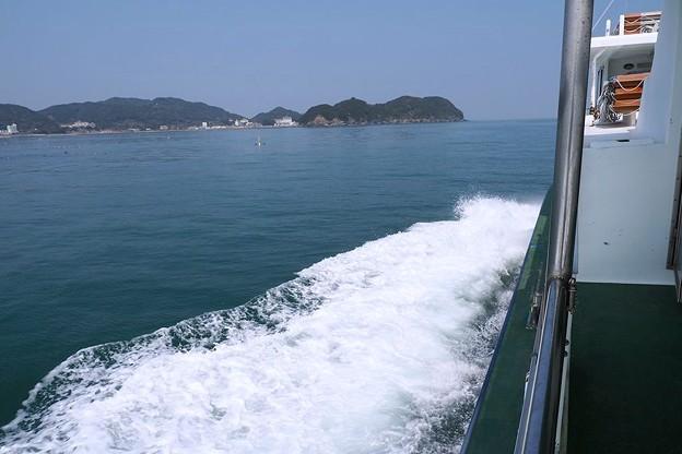 写真: 答志島へ