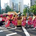 写真: 消防車と祭り行列