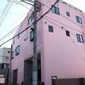 ピンクのビル