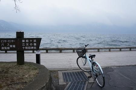 荒れる十和田湖