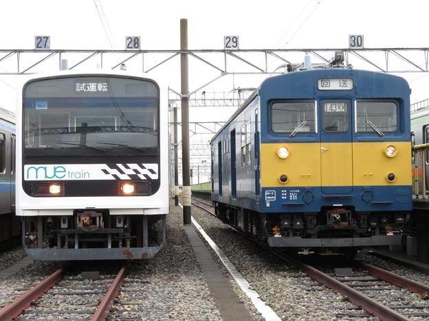 Photos: 209系mue-train・クモヤ143-11 2並び