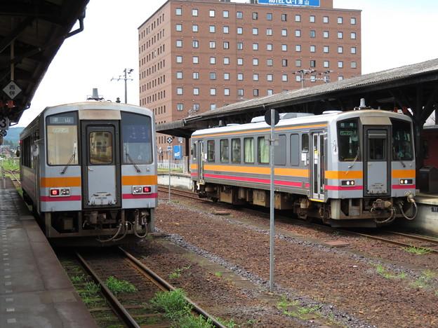 キハ120-330・キハ120-342 2並び