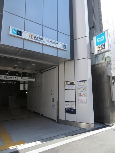 末広町駅 渋谷方面2番口