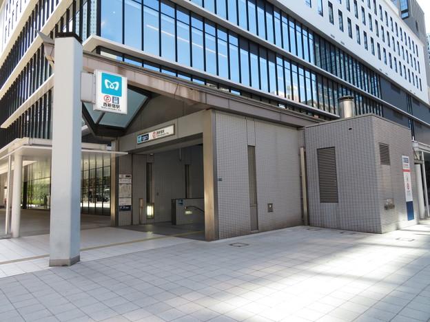 西新宿駅 2番口1