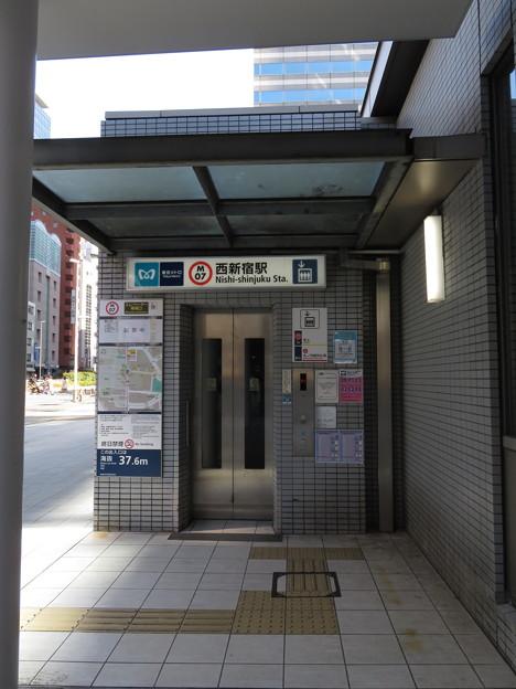 西新宿駅 2番口2