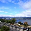 写真: 諏訪湖と高速道路