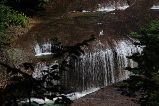 吹き割の滝 3