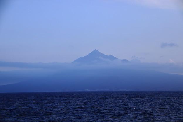 左に利尻島