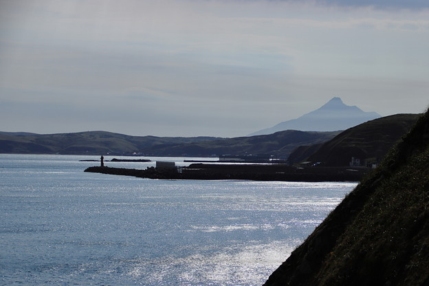 穏やかな海と遠くに利尻富士