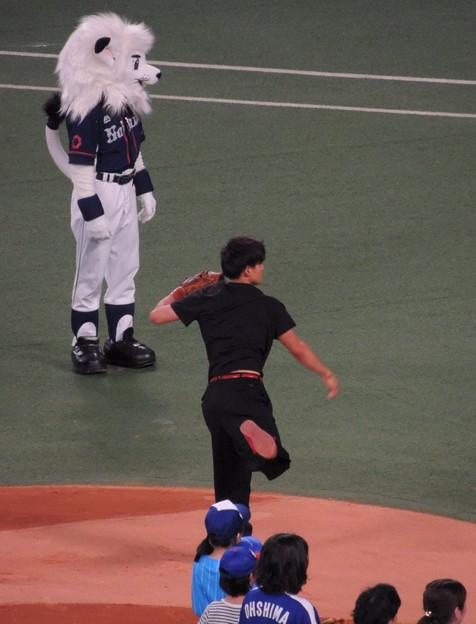 写真: 気合の入った投球でした。